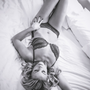 boudoir-black-white-photo