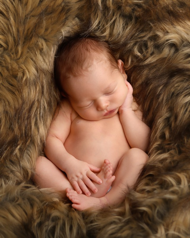 naked-newborn-baby-photo