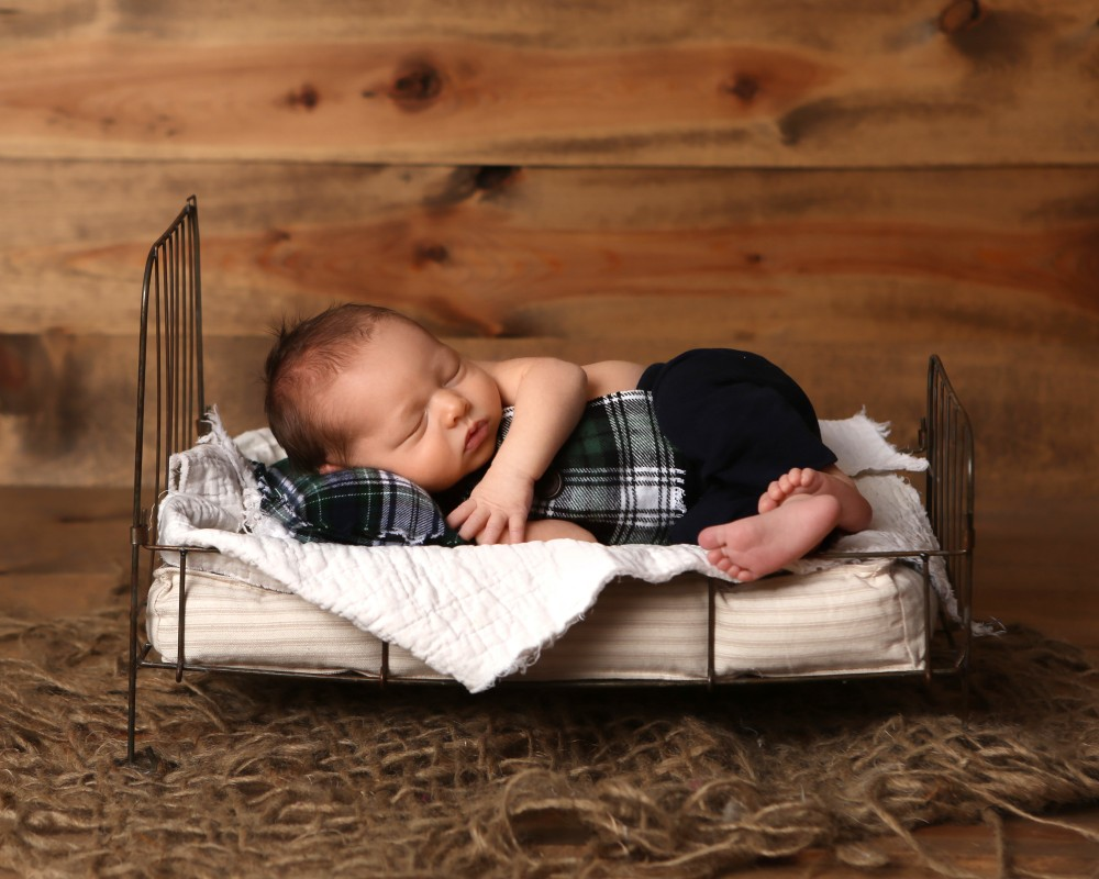 newborn-sleeping-tiny-bed-photo-indianapolis