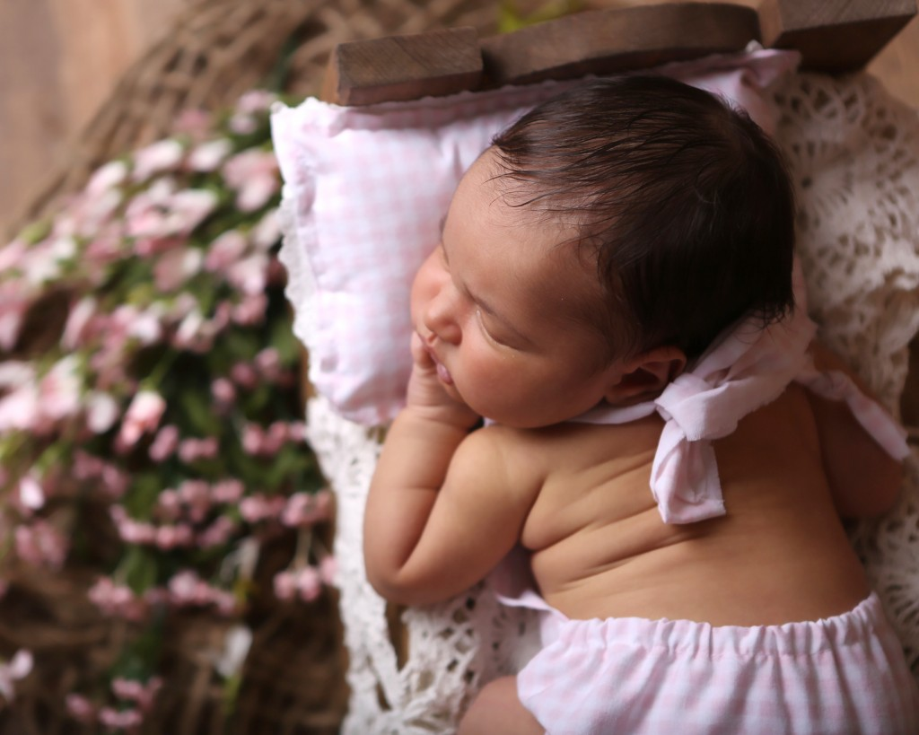 pink-newborn-girl-sleeping-photo