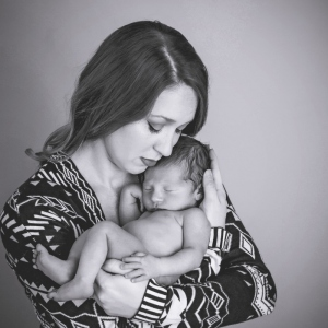 mom-newborn-baby-photo