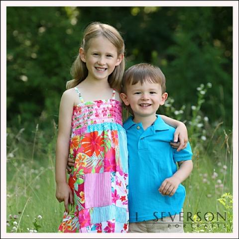 outdoor pictures of alyssa and adam