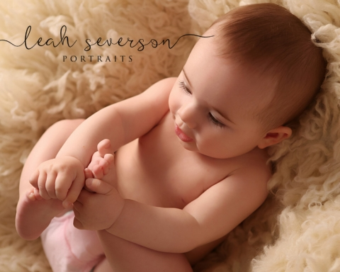 baby-photographer-carmel-indiana-presley-playing-toes