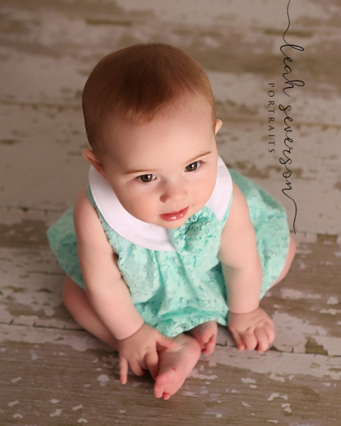 baby-photographer-carmel-indiana-presley-wearing-green-jumper
