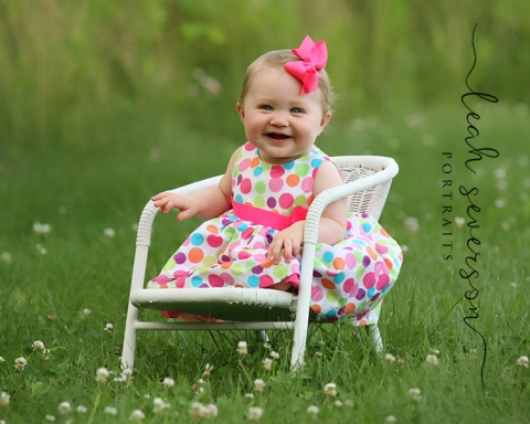 baby-photographer-indianapolis-olivia-outdoors-grass