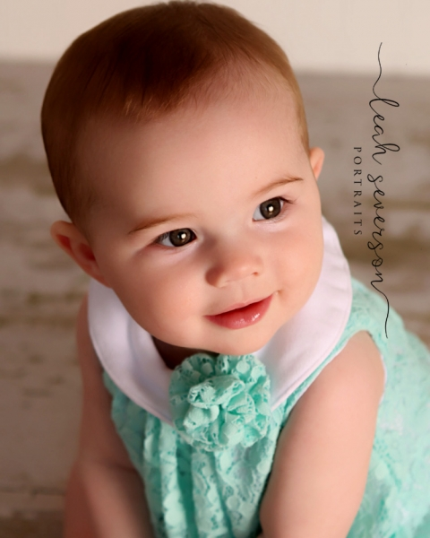 carmel-baby-photographer-presley-wearing-green-dress-with bow