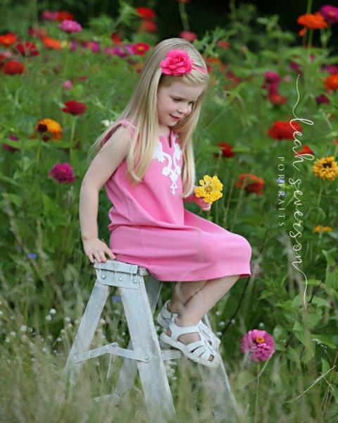 carmel-childrens-photographer-hailey-flowers-white-ladder
