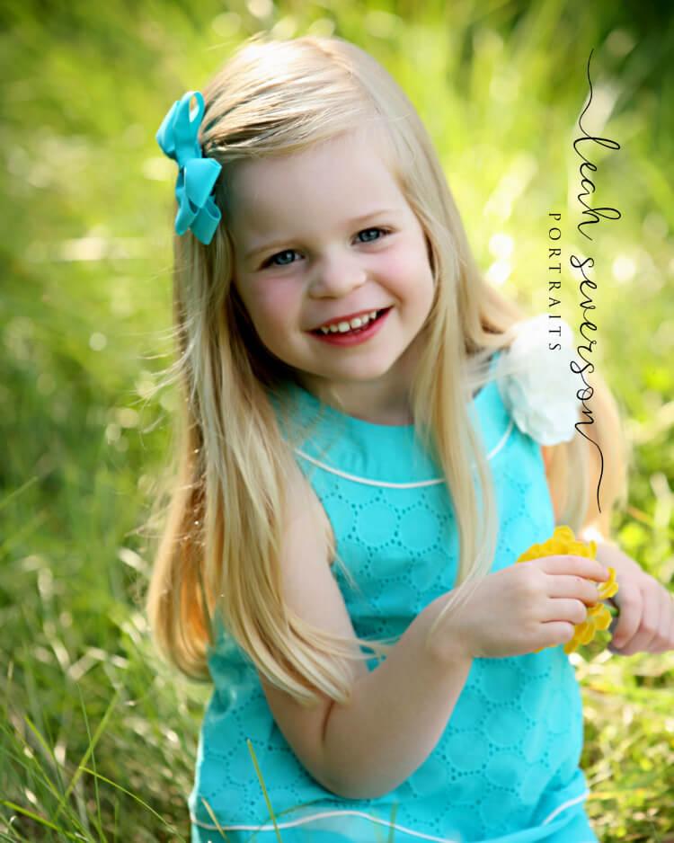 childrens photographer carmel hailey in grass