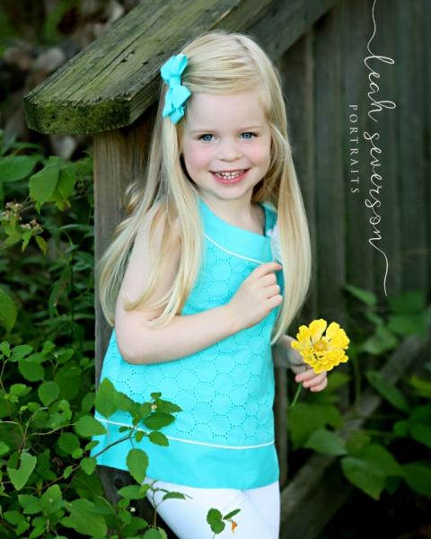 childrens-photographer-carmel-hailey-on-bridge