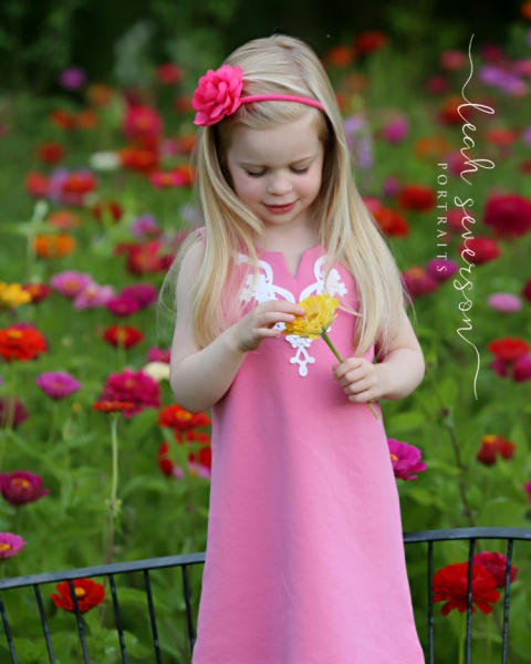 childrens-photographer-indianapolis-hailey-lookiing-at-flower