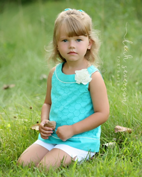 indianapolis-child-photographer-grace-in-field