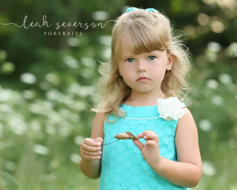 indianapolis-childrens-photographer-grace-with-flower