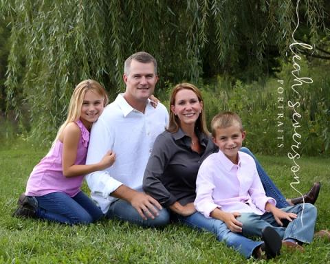 outdoor-family-portrait-nicole