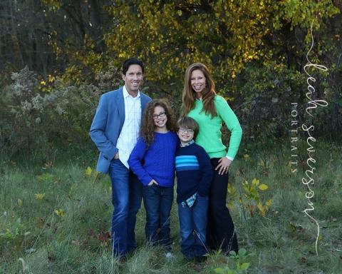 outdoor-fall-family-portrait-carmel