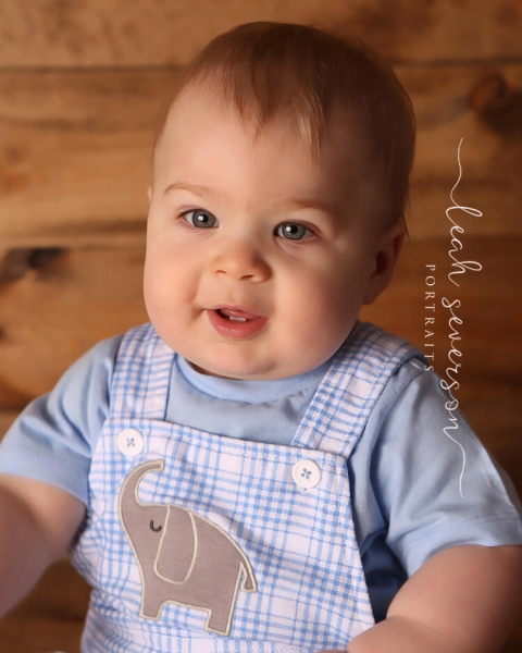 baby photographer landon in blue