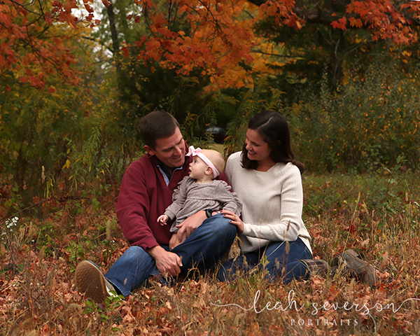 fall outdoor family photoshoot indianapolis