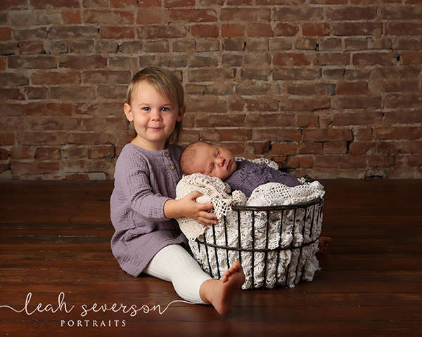 picture of newborn baby with big sister in indianapolis