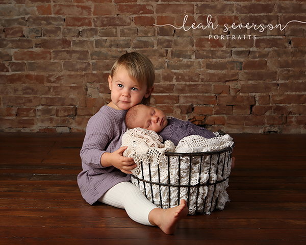 newborn with sibling photography indianapolis