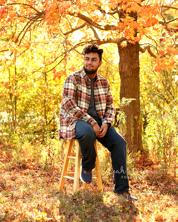 senior picture in indianapolis outdoors